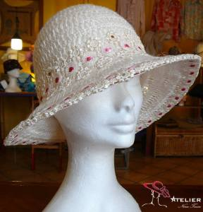 Cappello con tesa in lino