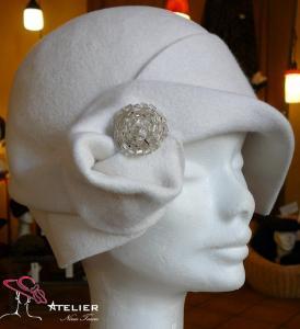 Cloche in feltro bianco