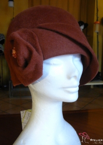 Cloche in feltro color cognac
