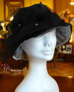 Cappello in raso