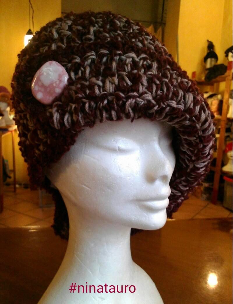 cappello in lana naturale e bouclè