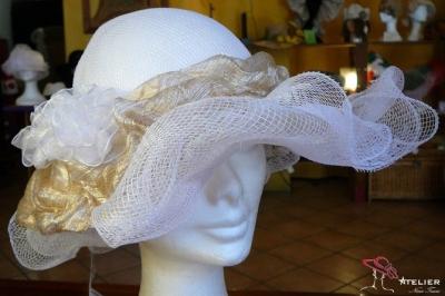 Cappello in rete bianco e oro